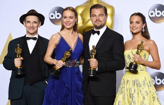 i quattro attori premiati. Da sinistra: Mark Rylance, Brie Larson, Leonardo DiCaprio e Alicia Vikander